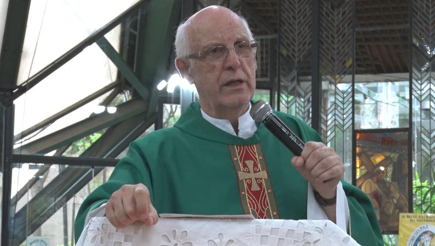 """Homilia do Pe. Julio em 10/11/2019: """"Nós somos filhos de Deus"""""""