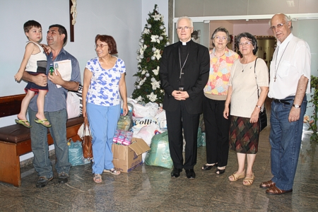 Entrega das doações da comunidade ao Amparo Maternal