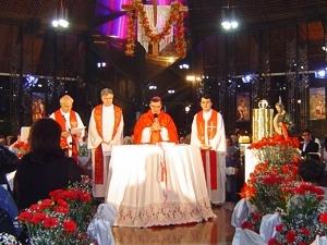 Clique na foto acima para ver as imagens da missa
