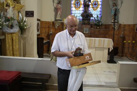 Presente ao Pe. Júlio pelos 25 anos de caminhada no sacerdócio